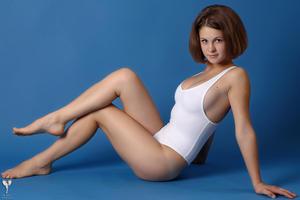 http://img213.imagevenue.com/loc1065/th_365141158_tduid300163_silver_angels_Sandrinya_I_whiteswimwear_1_082_122_1065lo.jpg