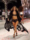 th_13050_Victoria_Secret_Celebrity_City_2008_FS_7183_123_437lo.jpg