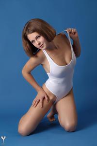http://img213.imagevenue.com/loc687/th_365123163_tduid300163_silver_angels_Sandrinya_I_whiteswimwear_1_077_122_687lo.jpg