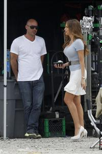 th_076844871_sofia_vergara_on_the_set_of