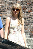 Тайлор Свифт, фото 12197. Taylor Swift Bondi Beach after breakfast at Bill Darlinghurst in Sydney - 08.03.2012, foto 12197