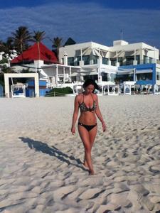 http://img213.imagevenue.com/loc707/th_687846348_my_gf_cancun_20_123_707lo.jpg