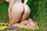http://img213.imagevenue.com/loc820/th_536883949_Vivian103_123_820lo.jpg