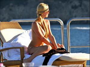 Paris Hilton sexy nude topless