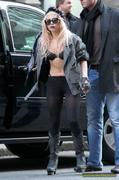 [Image: th_73018_Lady_Gaga_16_122_949lo.JPG]